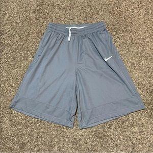 Nike Mens Dri Fit Shorts Athletic Striped Chevron